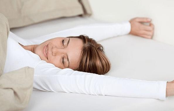 Nằm ngủ không gối đầu có tốt không?