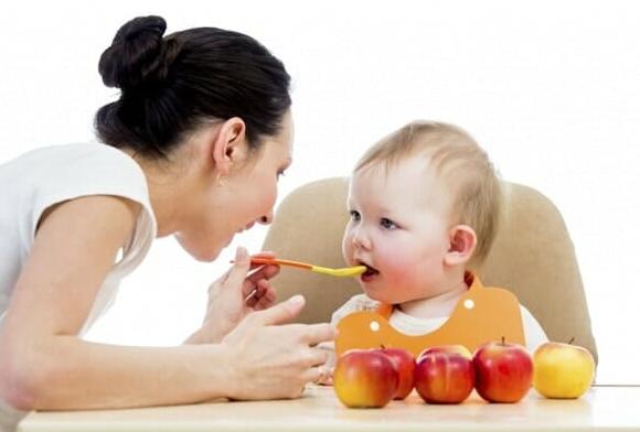 Giải đáp - Trẻ dưới 1 tuổi có nên ăn váng sữa?