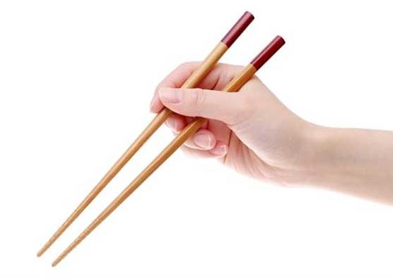 Mẹo chữa hóc xương cá bằng đũa