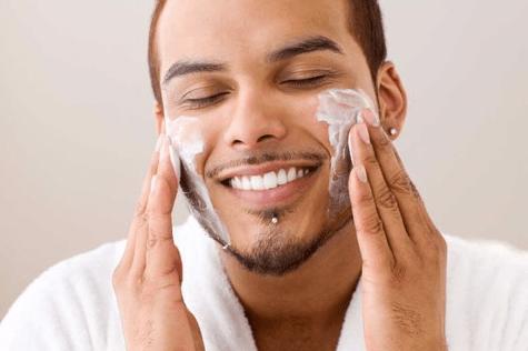 Giải đáp nam giới có nên dùng sữa rửa mặt